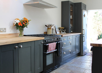 Blogger Kezzabeth's kitchen features dark cabinets and an ash worktop from Worktop Express for a look that is very close to Lauren's dream kitchen!