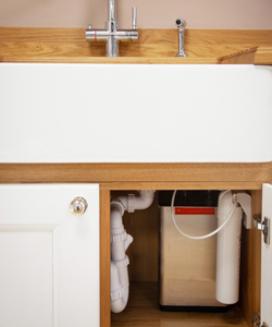 The 2.4L hot water tap tank is installed under the sink and is controlled via a touch screen panel.