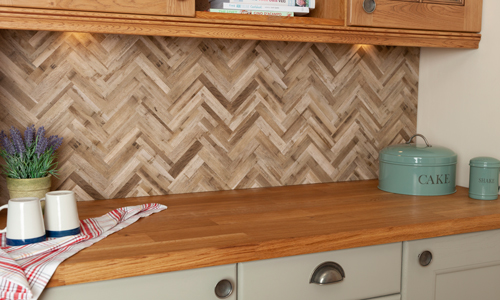 The wood effect tile pattern of this Herringbone splashback is perfect for traditional and contemporary kitchens.
