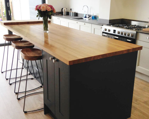 This kitchen island has an oak worktop and plenty of storage.