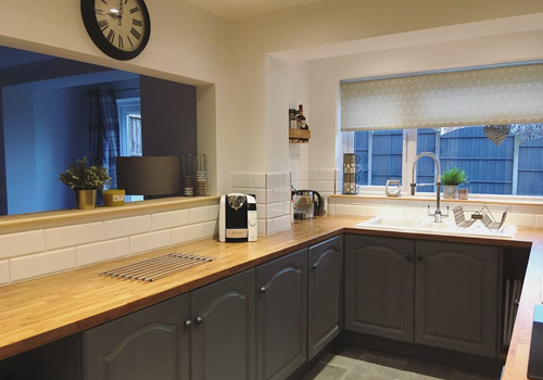 Oak block laminate worktops are suitable for a wide range of kitchen styles.