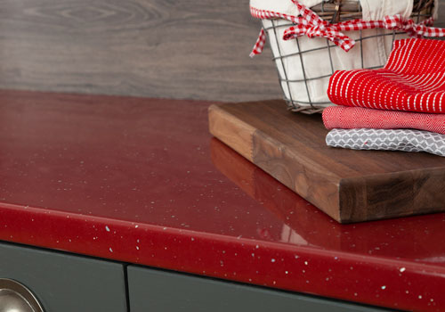 Red sparkle worktops are a bold red colour, featuring a high-gloss finish and sparkly metallic pieces.