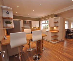 An oak breakfast bar created using solid wood worktops.