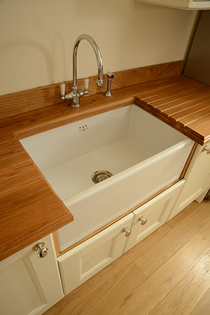 Ceramic/porcelain sink