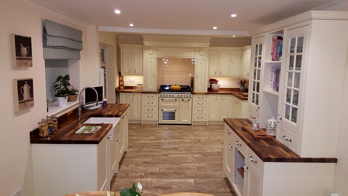 Our Walnut Worktops Are The Perfect Choice For Adding Contrast To A  Traditional Kitchen. S Kent Order No: 352328