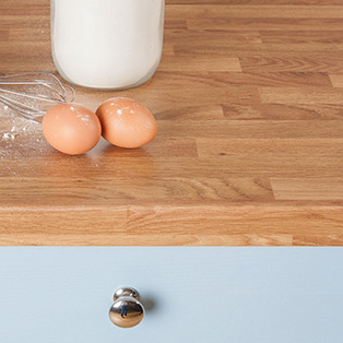 Colmar Oak laminate worktops are highly affordable and imitate the look of natural oak surfaces.