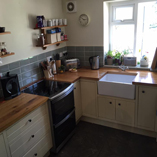 The colour and grain pattern of our full stave oak worktops lend themselves perfectly to a traditional style kitchen.
