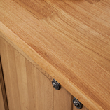 The deluxe oak worktop with solid wood doors creates a cabinet that is well suited to a traditional style kitchen.