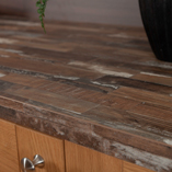 The driftwood appearance of this Sealand Pine worktop makes it an ideal candidate for a coastal kitchen theme.