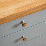 A square edge profile on full stave worktops gives a beautifully chunky finish.