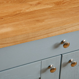 Emphasise the splendor of traditional oak worktops by opting for the magnificent full stave configuration.