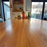 A close-up of the stunning grain pattern of our 40mm Full Stave Oak worktops.