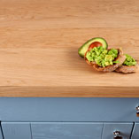 The solid oak veneer used to create these engineered oak worktops is from the same piece of timber for a uniform look.