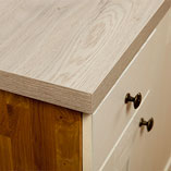 The textured surface on our white oak effect worktops recreates the natural grain pattern of oak wood