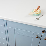 Our white laminate worktops have a clean, bright surface and an extra matt finish that looks superb alongside contemporary kitchen furnishings.