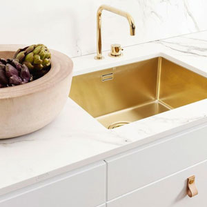 Using Gold or other high-shine metals to create contemporary luxury look in modern marble kitchen designs.