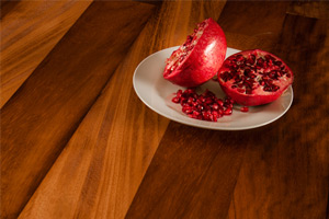 The beautiful lustre of iroko worktops is difficult to match with laminate alternatives.