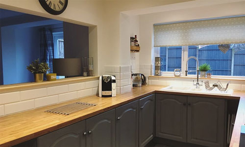Lauren's kitchen features an oak effect laminate worktop which have won her £100 in Amazon vouchers