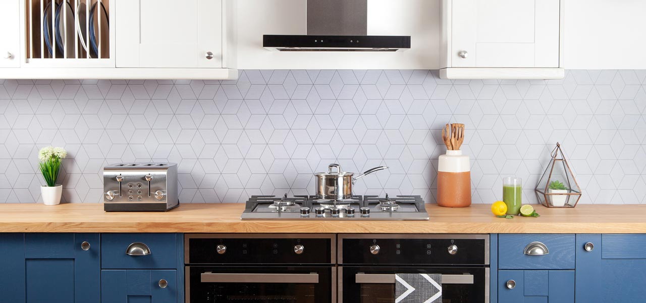 This Prime Oak worktop has been paired with a geometric splashback to create a stylish and contemporary kitchen.